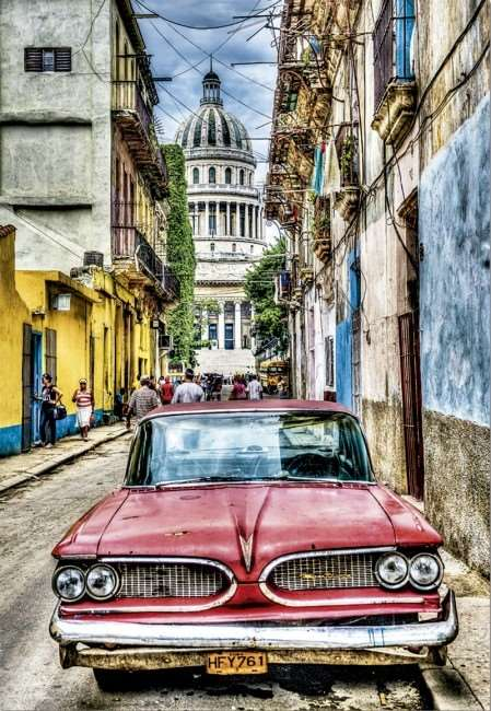 Vintage Car in Old Havana - 1000pc jigsaw puzzle